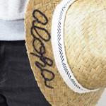 【ハワイリビング】お手ごろ価格の麦わら帽子を簡単カスタマイズ!aloha仕様の帽子に変身♪